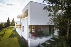 House FMB by Fuchs Wacker Architekten in Esslingen, Germany is an incredibly luxrious modern home with minimalist features. Building Facade, Building A House, Brazil Area, Outdoor Rooms, Outdoor Decor, Tumblr Rooms, Villa, Architect House, Exterior Design