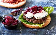 Tryffelijuusto Hampurilaiset punasipulimarmeladia ja pekonia - Nam! Swedish Chef, Salmon Burgers, Avocado Toast, Sandwiches, Bbq, Good Food, Menu, Breakfast, Ethnic Recipes