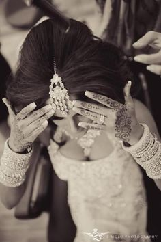 Bridal Henna Tattoos with Traditional White Wedding Dress. Arab Wedding, Desi Wedding, Wedding Ideas, Wedding Inspiration, Boho Wedding, Wedding Details, Bridal Henna, Indian Bridal, Bridal Hair