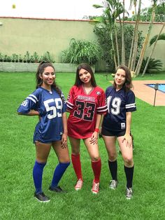 Amigas : time de futebol americano - Real Time - Diet, Exercise, Fitness, Finance You for Healthy articles ideas Football Halloween Costume, Halloween Costumes For Teens Girls, Cute Couple Halloween Costumes, Halloween Kostüm, Halloween Outfits, Teen Costumes, Girl Football Player Costume, Cute Best Friend Costumes, College Halloween Costumes