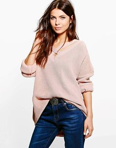 BOOHOO STRAP NECK JUMPER This light knit jumper from Boohoo is a perfect piece for in between seasons. In a strap neck design and oversized fit, this knitwear is a basic in your down-time run. Wear it with boyfriend jeans to cuddle the laid-back feel of the weekend. #boohoo #fashion #clothing #besttobuyever #sale #women #jumper #strapjumper #neckjumper