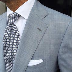 """Viola Milano """"Floral Print Pattern self-tip silk - White"""" tie & handrolled White Cotton pocket square worn by ➡️ worldwide… Der Gentleman, Gentleman Style, Sharp Dressed Man, Well Dressed Men, Mens Fashion Suits, Mens Suits, Men's Fashion, Grey Suits, Fashion Styles"""