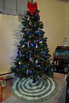 Mailbox Journey » DIY No Sew Ruffle Christmas Tree Skirt- leads to step by step tutorial