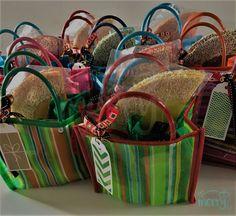 Bolsitas con dulces mexicanos para agradecer a tus invitados su asistencia al evento!