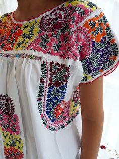 Mini branco bordados dourados      Bata tehuacan com bordados brancos         Vestido tehuacan tradicional branco   com margaridas branc...