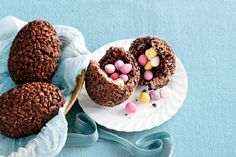 3 saat · Create an edible Easter suprise with these fun chocolate crackle eggs! Easter Chocolate, Melting Chocolate, Chocolate Heaven, Chocolates, Chocolate Chip Biscuits, Desserts Ostern, Easter Dishes, Easter Food, Cupcakes