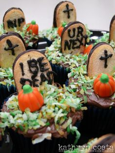 I teamed up with a coworker Celia to make the Halloween cupcakes. Amazing Cupcakes, Fun Cupcakes, Cupcake Party, Cupcake Ideas, Halloween Food For Party, Halloween Snacks, Halloween Cupcakes, Diy Halloween, Holiday Desserts