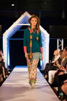 The Colombo Fashion Show 2015 // Kimberleys Winter Collection Mod Hair, Fashion Shows 2015, Latest Fashion Design, International Brands, Winter Collection, Catwalk, Runway, Clothes For Women, Night