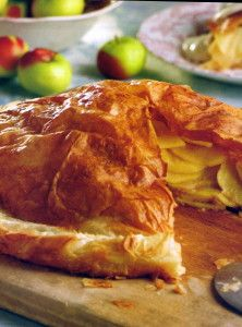 Medieval Apple Tart | Make our famous light, tender, and flaky apple tart right at home. Our recipe serves 4-6 people and is the perfect crowd-pleasing dessert. #WickwoodInn #DessertRecipes #SilverPalateCookbook