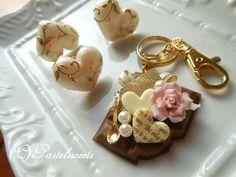 粘土で作るカップケーキのデコレーション   スイーツデコレーション✾パステルスイーツ✾(Pastelsweets) 関口真優のブログ Decoden, Place Cards, Pearl Earrings, Place Card Holders, Projects, Log Projects, Pearl Studs, Beaded Earrings, Bead Earrings