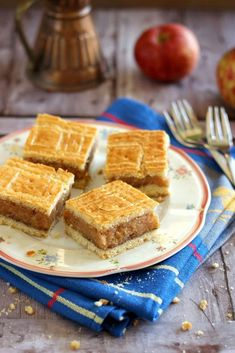 Omlos almas linzer Hungarian Recipes, Cornbread, French Toast, Breakfast, Ethnic Recipes, Food, Millet Bread, Morning Coffee, Essen
