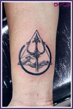 Upper Arm Tattoos, Leg Tattoos, Body Art Tattoos, Tattoo Drawings, Sleeve Tattoos, Poseidon Tattoo, Tattoo For Son, Tattoos For Guys, Greek God Tattoo