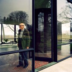 photo by  J. Ingerstedt / Glass House / Philip Johnson