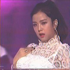 Black Pink Songs, Black Pink Kpop, Lisa Park, Kpop Gifs, Kpop Girl Bands, Mode Kpop, Lisa Blackpink Wallpaper, Kim Jisoo, Blackpink Video