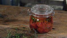 Nakládaná rajčata sčesnekem — Recepty — Herbář — Česká televize