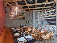 Randa Especialidades Árabes   Isabela Bethônico Arquitetura. Restaurante / Treliça de madeira