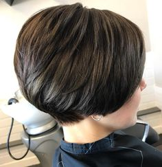60 Classy Short Haircuts and Hairstyles for Thick Hair - - Short Stacked Brunette Cut With Layers Short Hairstyles For Thick Hair, Haircut For Thick Hair, Short Bob Haircuts, Short Hair Cuts For Women, Curly Hair Styles, Cool Hairstyles, Medium Hairstyles, Pixie Hairstyles, Short Cuts