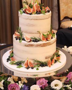 旬の季節はこれから♡ウェディングケーキはイチジクを混ぜるとおしゃれになる♡   marry[マリー] Beautiful Wedding Cakes, Hawaii Wedding, Cake Recipes, Wedding Photos, Wedding Inspiration, Sweets, Desserts, Food, Instagram