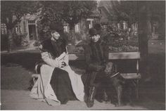 Crown Princess Marie of Romania and her sister Grand Duchess Victoria of Hesse (Ducky) at Wolfsgarten c. 1900.