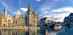 Did you know that there's no such thing as a 'Belgian Waffle' in Belgium? Learn more interesting things & random facts about Belgium with this post!