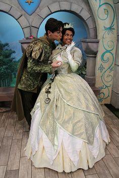 Naveen gives Tiana a Kiss