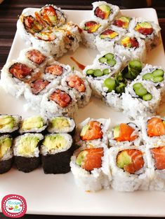 """"""" elegantpaws: """" cars-food-life: """" I want to try these. Hungry but too late to eat. Every time I see sushi, I end up craving it. Sushi Recipes, Asian Recipes, Cooking Recipes, Drink Recipes, Cooking Tips, Keto Recipes, I Love Food, Good Food, Yummy Food"""