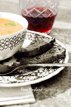 http://rosas-yummy-yums.blogspot.ch/2012/06/spicy-syrian-style-lentil-soup-soupe-de.html