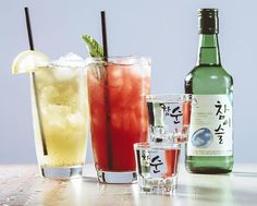 Soju and cocktail lovers, this one is for you! You're missing out if you don't try these easy-to-make and fun soju cocktails in Korea with your friends this summer. Cocktail Drinks, Fun Drinks, Cocktail Recipes, Beverages, Easter Cocktails, Prawn Cocktail, Colorful Drinks, Alcoholic Cocktails, Amigos