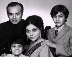Nirupa Roy and Family Bollywood Cinema, Indian Bollywood Actress, Beautiful Bollywood Actress, Bollywood Stars, Indian Actresses, Old Film Stars, Movie Stars, Indian Celebrities, Bollywood Celebrities