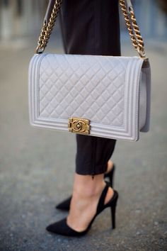 Wow beautiful bag and  second shoes. This could be a  after work outfit on a bright summer afternoon