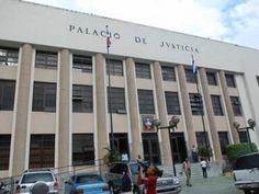 Condenan a 5 años de prisión a mujer por estafar compañía Avelino Abreu con RD$15 MM
