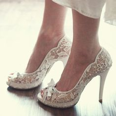 Lace bow wedding shoes