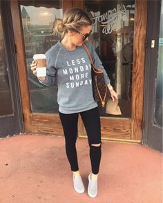I want to wear this outfit! So comfy and cute for casual day out! The shoes and everything! Look Fashion, Fashion Outfits, Womens Fashion, Fall Winter Outfits, Autumn Winter Fashion, Mom Outfits, Cute Outfits, Casual Outfits For Moms, Look Girl