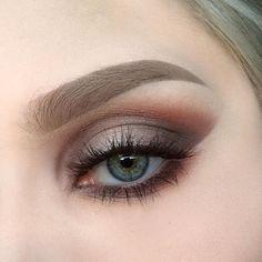 From a couple of days ago. I used @limecrimemakeup Venus palette | @makeupstore microshadow velvet and eyedust surface | @maccosmetics false lashes number 35 | @anastasiabeverlyhills dipbrow pomade in taupe ✨ #mua #motd #makeup #makeupstore #makeupartist #eotd #limecrime #anastasiabeverlyhills #brows