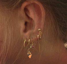 Our Ear cuff or conch ring is perfectly comfortable for the ear and easy to wear. This listing is for a single double ear cuff. Our Clip on ear cuff, slightly adjustable with a little squeeze and available in our one size fits all fake piercing. Ear Jewelry, Rose Gold Jewelry, Cute Jewelry, Jewelry Accessories, Jewlery, Jewelry Ideas, Golden Jewelry, Golden Earrings, Diy Jewellery