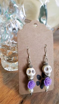 White and Purple Sugar Skull Earrings Day of the Dead Jewelry Skull Earrings Fall Jewelry, Holiday Jewelry, Hippie Jewelry, Jewelry Crafts, Handmade Jewelry, Diy Schmuck, Schmuck Design, Halloween Schmuck, Diy Halloween Jewelry