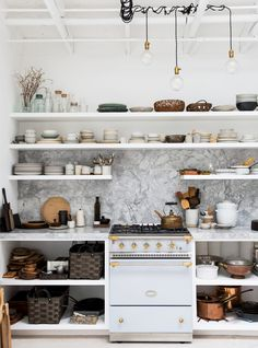 erin scott's whitewashed photography studio with built-in kitchen. / sfgirlbybay
