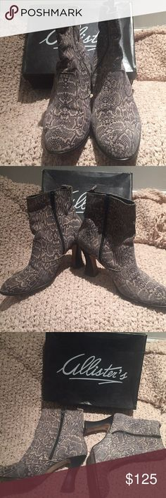 ANKLE BOOTS SZ10B Allister's half boots ankle boots in black cream printed leather with side zipper. Used by me a few times in a good condition, has its original box. I bought it from Loehmann's Allister's Shoes Ankle Boots & Booties