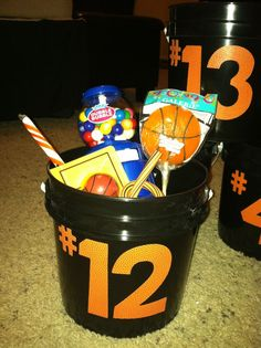 New basket ball team snacks treats goodie bags ideas Basketball Party, Basketball Gifts, Basketball Teams, Basketball Scoreboard, Softball Gifts, Cheerleading Gifts, Football Players, Sports Mom, Sports Gifts