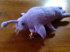 Knitted Star Whale Pattern (I need to make this! I demand my son make me a star whale. Doctor Who Crochet, Doctor Who Knitting, Free Knitting, Knitting Patterns, Crochet Patterns, Knitting Ideas, Crochet Ideas, Doctor Who Craft, Doctor Who Cosplay