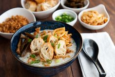 This one looks close - My mom's chicken congee recipe - my favorite kind of Chinese rice porridge. Soup Recipes, Great Recipes, Cooking Recipes, Chinese Breakfast, Rice Porridge, Chicken Porridge, Chinese Chicken, Chinese Food, Asian Recipes