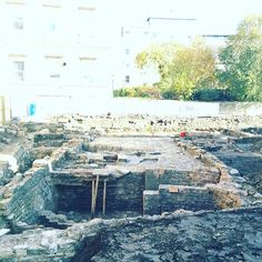 History revealed! The excavation of the old 'Sawclose pipe factory' in Bath (at the back of the Min) Spotted it when taking down the awareness tree at the weekend. Love that wherever they dig in Bath there is a surprise waiting to be discovered ❤️ #archeology #pipe #cityofbath #discoverbath #culturalheritage #britains_talent #livebath