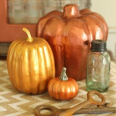 See how to make metallic painted pumpkins with this great craft tutorial. Metallic paint can look just like metal and is quick and easy to apply. Diy Pumpkin, Pumpkin Crafts, Fall Topiaries, Craft Closet Organization, Quick And Easy Crafts, Plastic Pumpkins, Wedding Crafts, Diy Wedding, Wedding Ideas