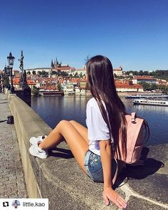 #Repost @little.kao from Charles Bridge Prague  #praha #travel #nature #dnescestujem #doma #charlesbridge #prague #mamesefajn #jupí #ahoj