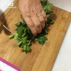 Parsley, Bamboo Cutting Board, Celery, Yogurt, Recipies, Food And Drink, Soup, Herbs, Pasta