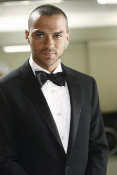 Jesse Williams is best known for playing Dr Jackson Avery in Grey's Anatomy and also because he has the most piercing eyes ever (ok, m. Jackson Avery, Jesse Williams, Meredith Grey, Dr Avery, Greys Anatomy Season 8, Grays Anatomy, Look At You, How To Look Better, Zack Y Cody