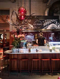 We visited Foodhallen Rotterdam to get a taste at new stands like Bavette, Lima, Bar Pulpo and Baomazing. Rotterdam, Lunch Room, Delicious Burgers, Best Coffee, Wine Recipes, Restaurant, Bar, Food, Best Coffee Shop