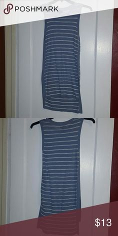 Sleeveless sweater tunic This is a light tunic styled sweater, sleeveless, and hi-lo bottom.  Worn once.  Cute and comfy! The Limited Sweaters