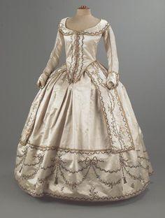 Robe paree ca. 1780's  From theCentre de Documentació i Museu Tèxtil de Terrassa