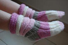 Askarteluja | Santaa ja simpukoita Wool Socks, Knitting Socks, Joko, Fingerless Gloves, Arm Warmers, Mittens, Winter Fashion, Cold Feet, Winter Style